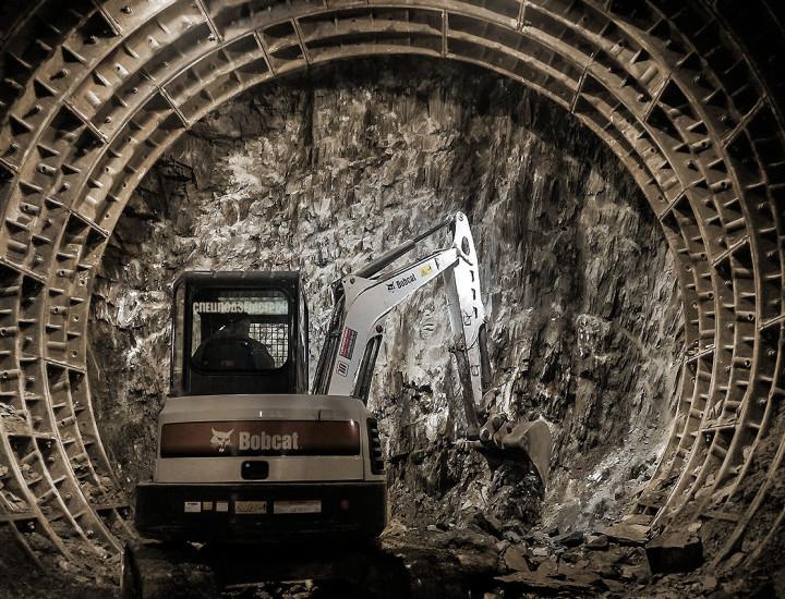 Строительство подземного тоннеля станции метро «Геологическая»